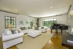 Los Angeles Real Estate Photography, Piano in Living Room